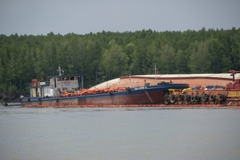 Oil spill response for VIETSUN INTEGRITY after accident and fuel spill