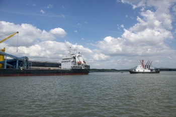 Assisting M/V Viet thuan 189 unberthing at midstream buoys BP4 - FOTP <span class=