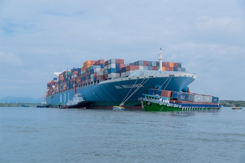 M/V MOL Brilliance collided with coastal container barge in Vietnam