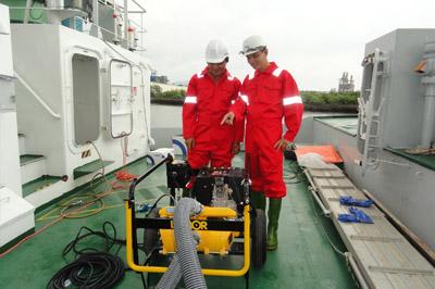 ứng cứu sự cố tràn dầu