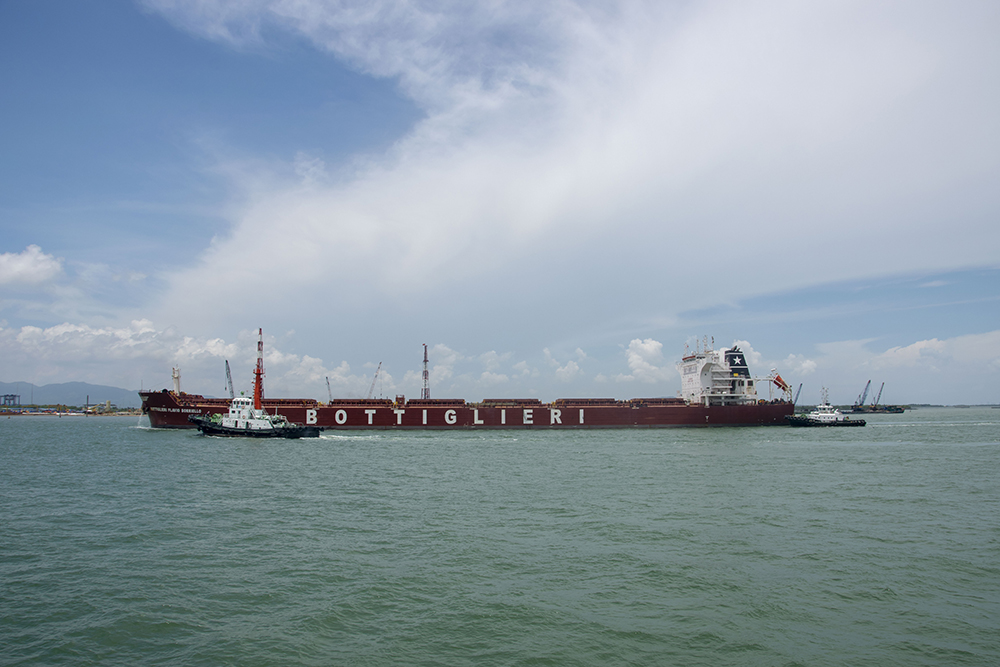 tugboat in vungtau